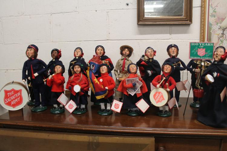 Lot Byers Choice Salvation Army figurines