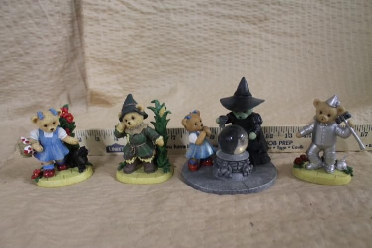 Lot of 4 collectible Wizard of Oz sculptures