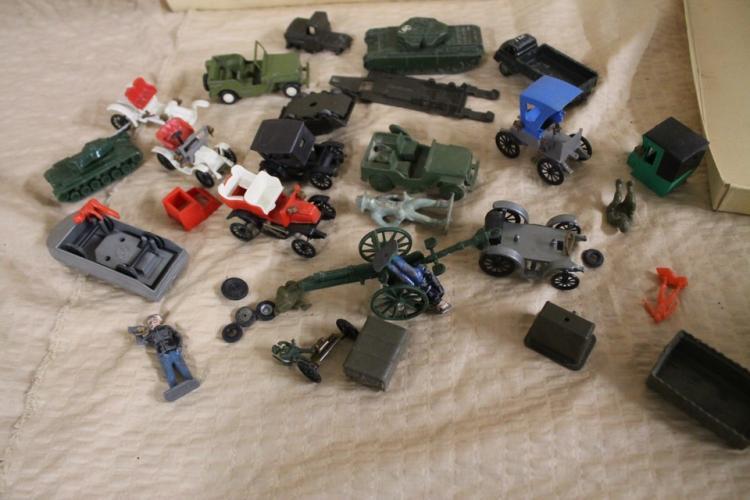 Lot of vintage toy militia