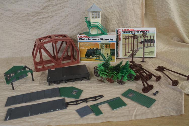 Lionel train accessory lot