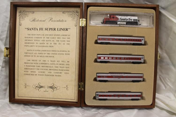 Lot of model trains by Model Power: Santa Fe Superliner