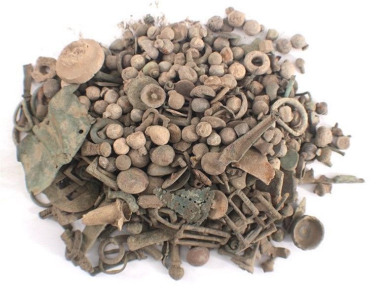 2,5 kg ungereinigter Bodenfund röm./ keltischer Teile
