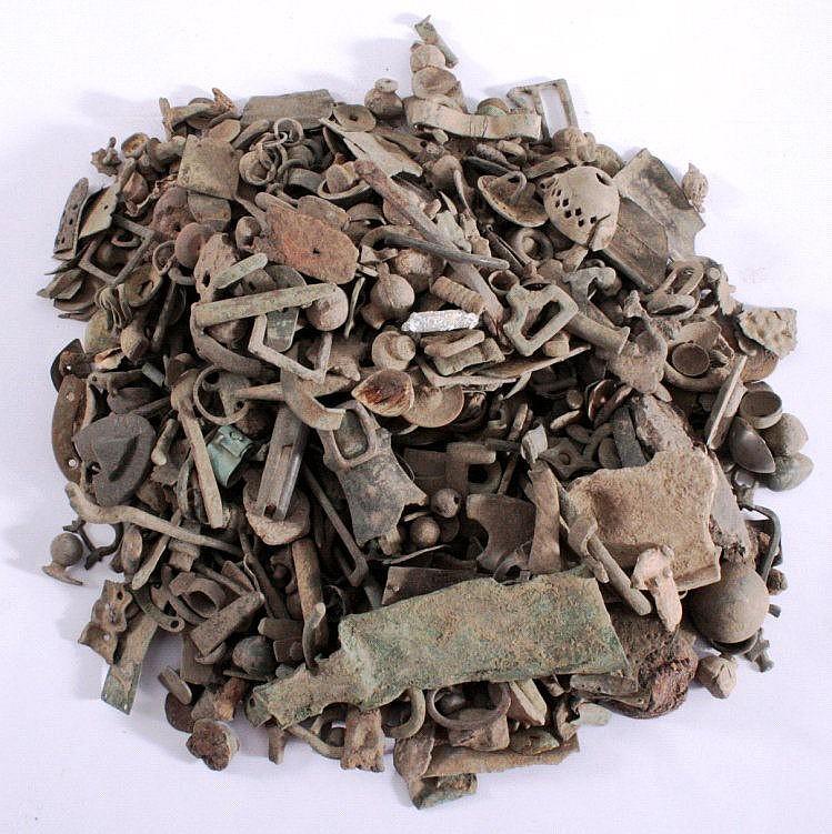 2,7 kg ungereinigter Bodenfund röm./ keltischer Teile