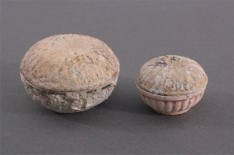 2 kleine runde Deckelgefäße