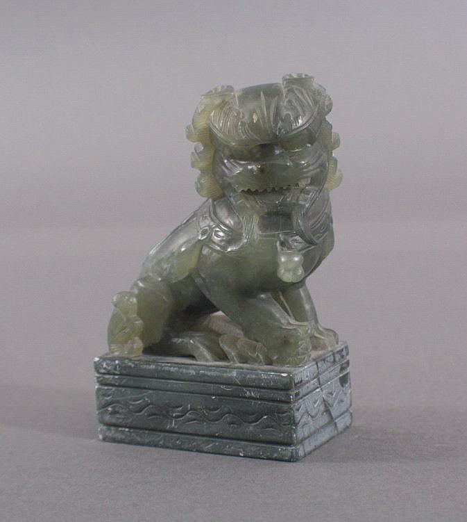 Chinesischer Löwe aus grüner Jade
