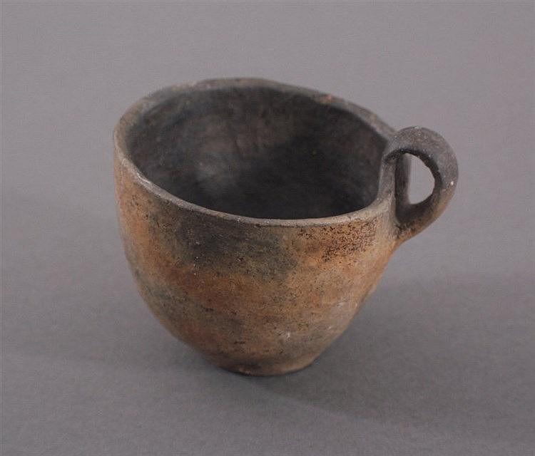 Henkeltasse - Lausitzer Kultur - 900- 500 v. Chr.