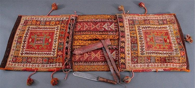Dolch und Eseldecke, Afghanistan, Erste Hälfte 20. Jh.