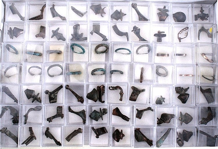 70 Römische Schmuckteile aus Bronze