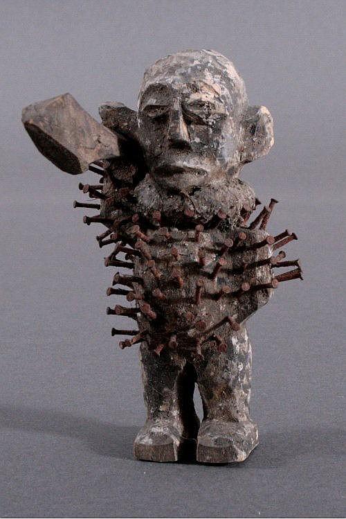 Bakongo Nagelfetisch, afrikanische Holzfigur