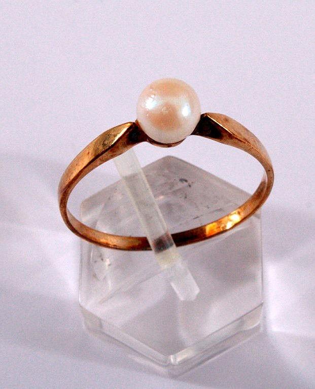 Damenring mit Perle, 333/000 GG