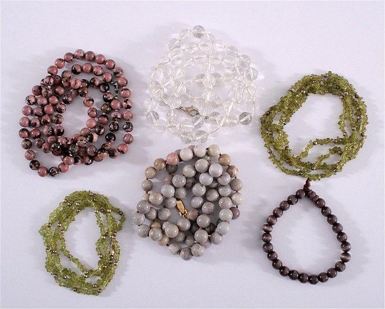 4 Halsketten und 1 Armband