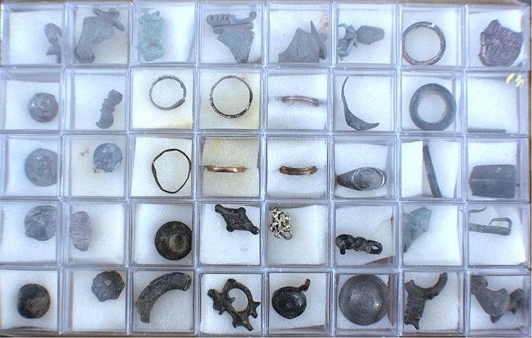 40 Römische Schmuckteile aus Bronze