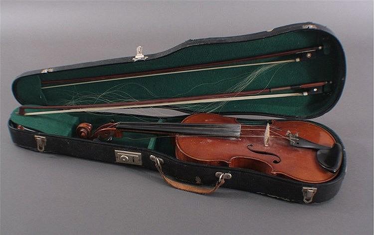 Geige mit 2 Bögen und Geigenkasten