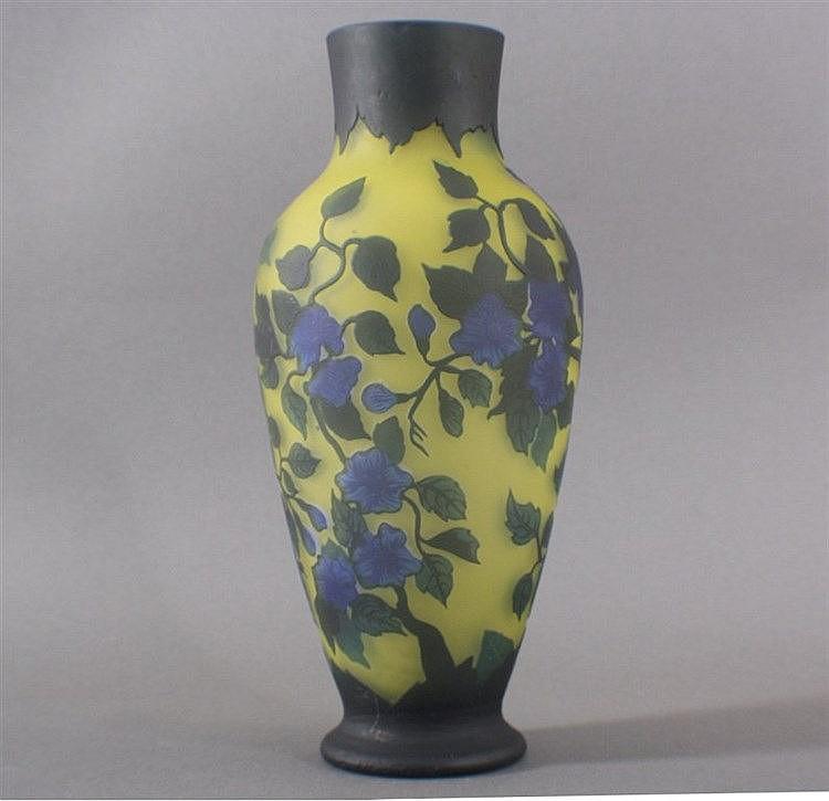 Replik Gallé Vase, im Stile des Jugendstils