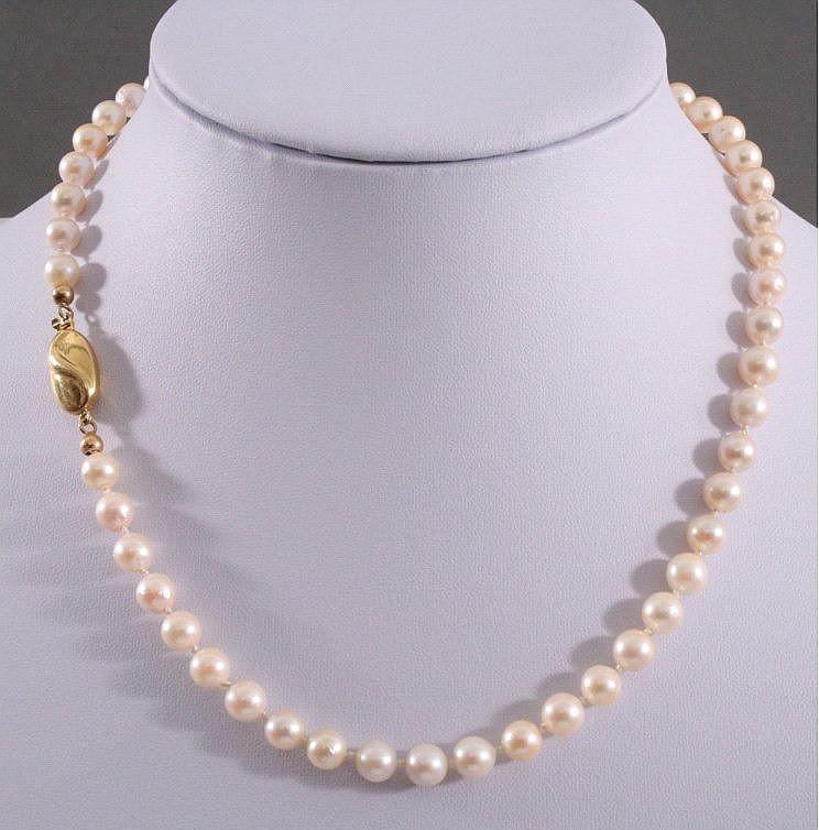 Perlenkette mit 14 K Gelbgoldschließe