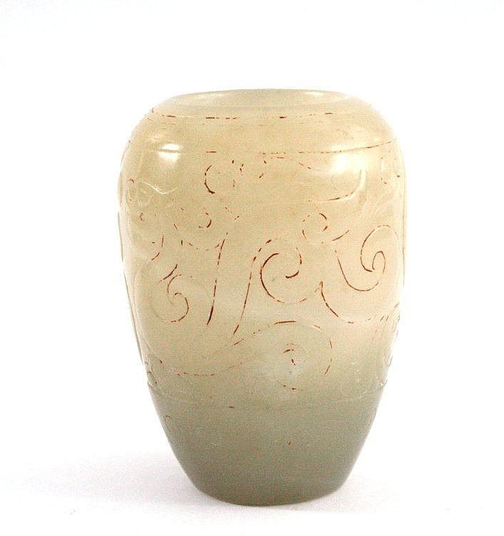 Kleine Jade-Vase, Seladon farben, China um 1900