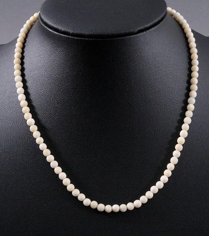Antike Halskette aus Elfenbein