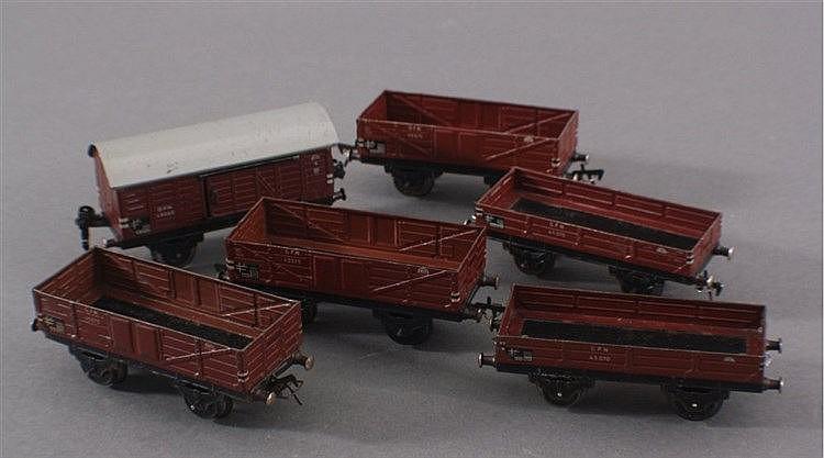 Fleischmann, Hochbord-, Niederflurwagen und Güterwagen