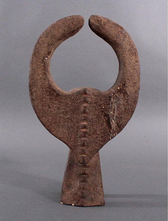 Büffelmaske Mangam des Stammes der Mama
