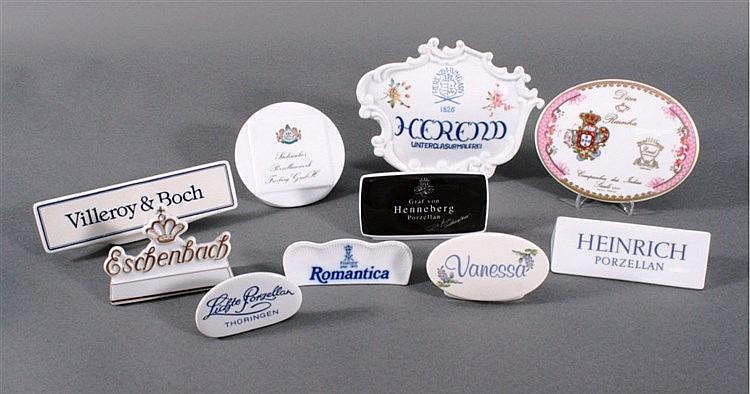 10 Porzellan-Werbeaufsteller, 20 Jh.