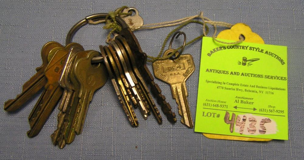 COLLECTION OF VINTAGE AND ANTIQUE CAR KEYS