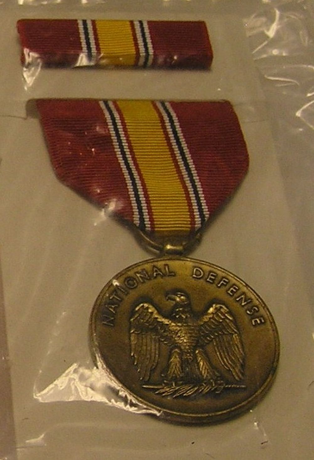 MILITARY DEFENSE MEDAL, RIBBON AND BAR SET