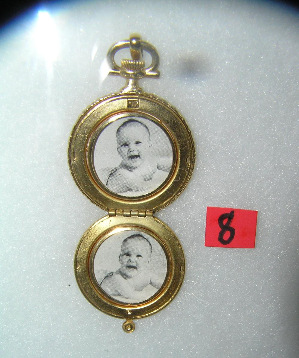 POCKET WATCH SHAPED DOUBLE PHOTO GOLD TONE LOCKET