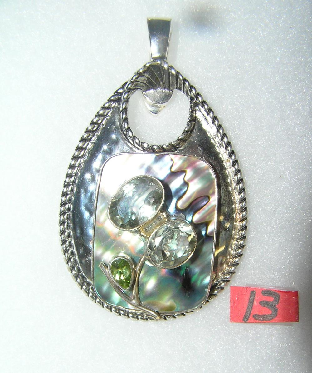 VINTAGE NECKLACE PENDANT WITH MOTHER OF PEARL