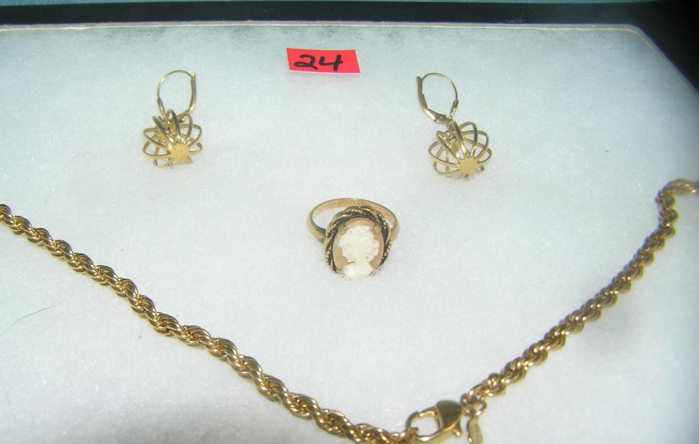Lot 24: COLLECTION OF GOLD TONED JEWELRY