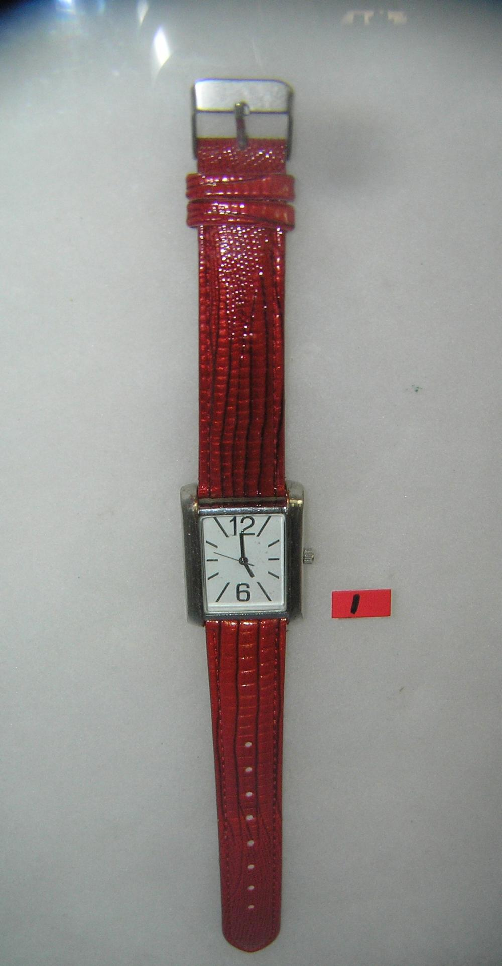 FASHION STYLE WRIST WATCH WITH MAROON LEATHER BAND