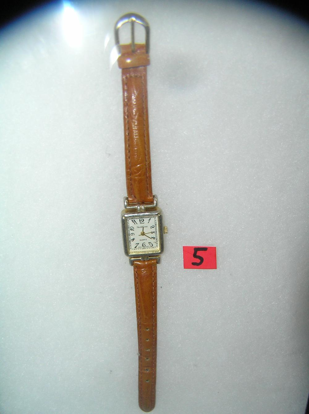 FASHIONABLE STYLE WRIST WATCH WITH BROWN LEATHER BAND