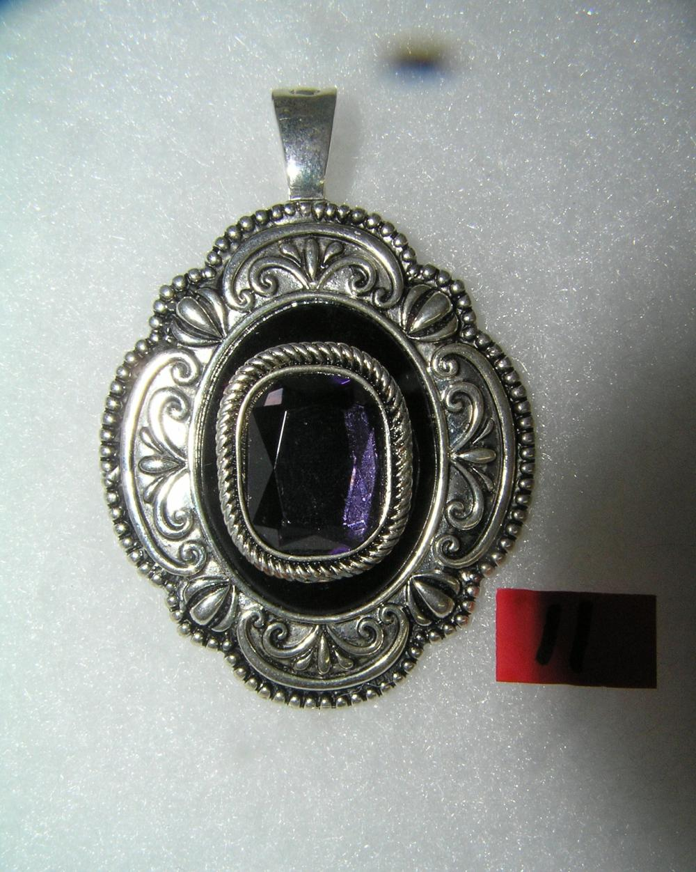 VINTAGE NECKLACE PENDANT WITH PURPLE STONE