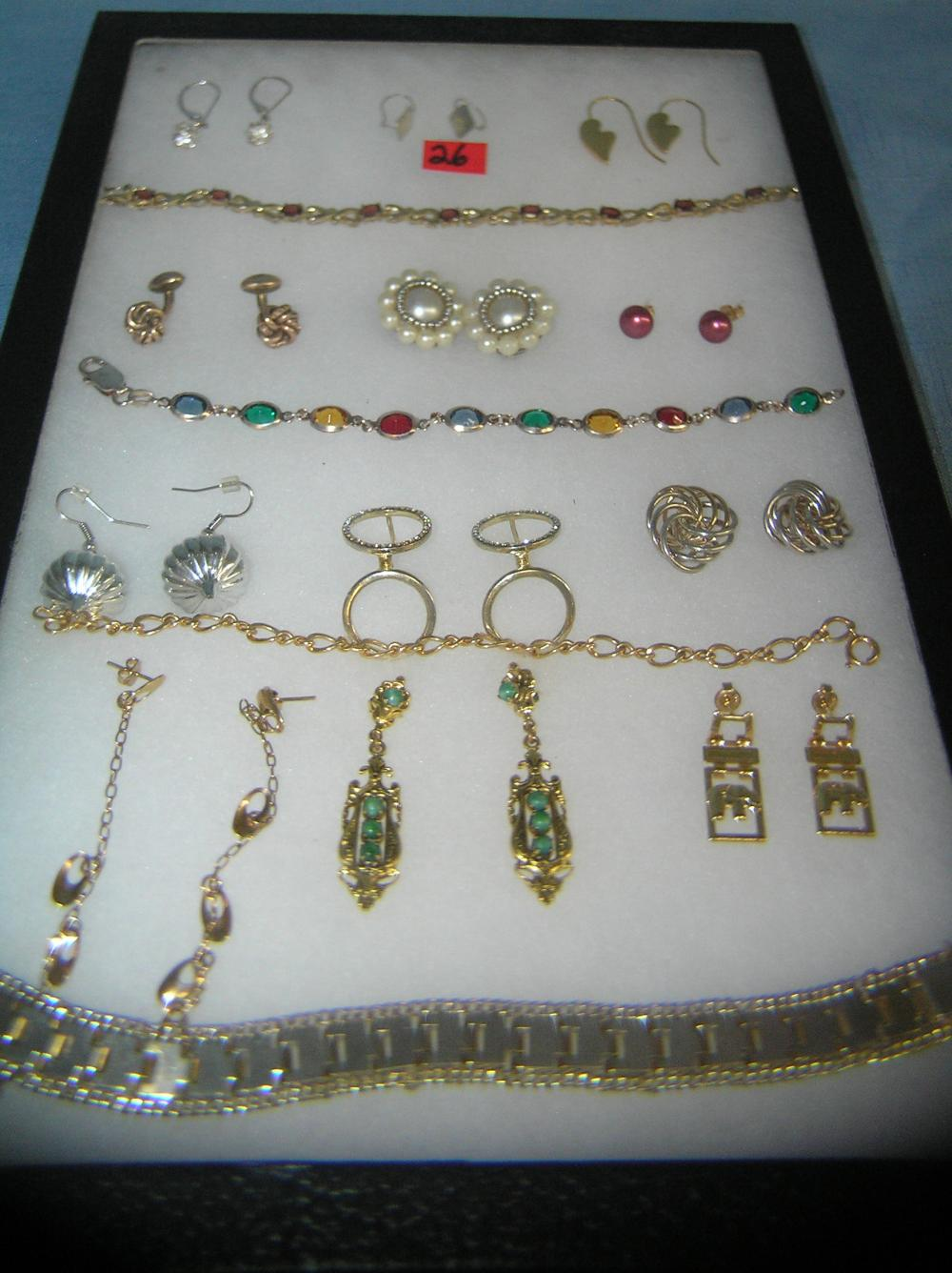 Lot 26: COLLECTION OF COSTUME JEWELRY EARRINGS AND BRACELETS
