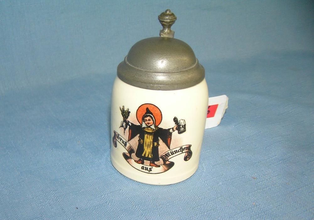 Lot 86: QUALITY BEER STEIN WITH PEWTER LID