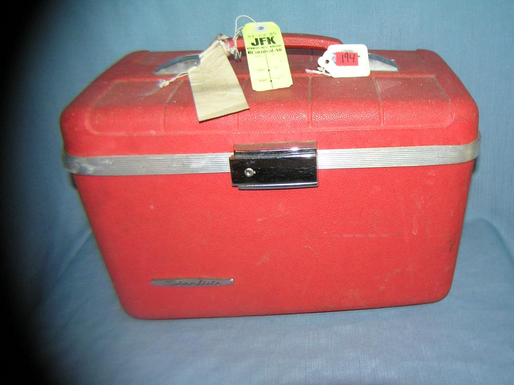VINTAGE STARFLITE CARRY ON HARD CASE