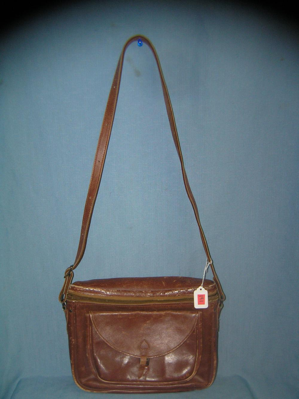 Lot 191: ALL LEATHER DUAL POCKET MULTI POUCH MEN'S CARRY ALL