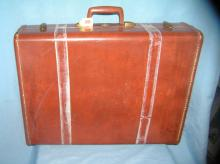 Lot 199: VINTAGE LEATHERETTE LUGGAGE CASE BY SAMSONITE