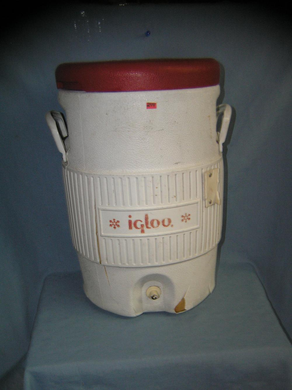 Lot 244: LARGE IGLOO CONTRACTOR'S BEVERAGE COOLER