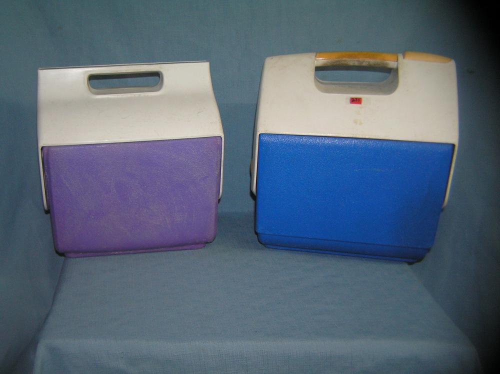 Lot 231: PAIR OF QUALITY IGLOO WORK OR PICNIC COOLERS