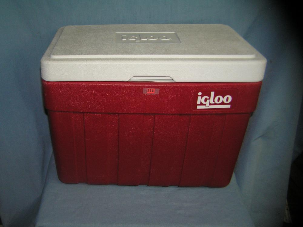 Lot 236: LARGE IGLOO BEACH OR PICNIC COOLER