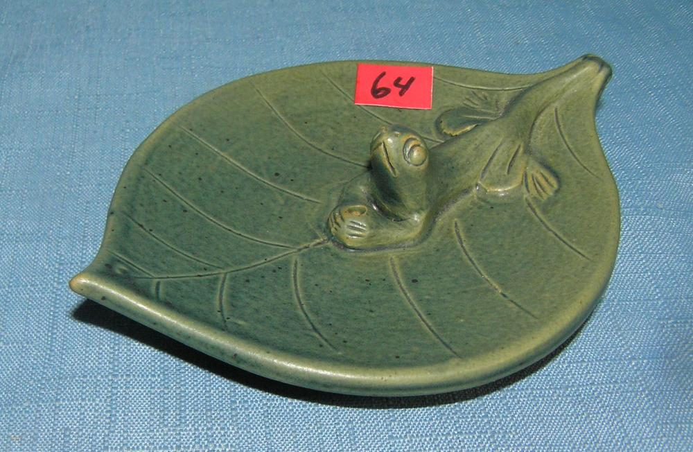 QUALITY ART POTTERY FROG DECORATED CANDY DISH