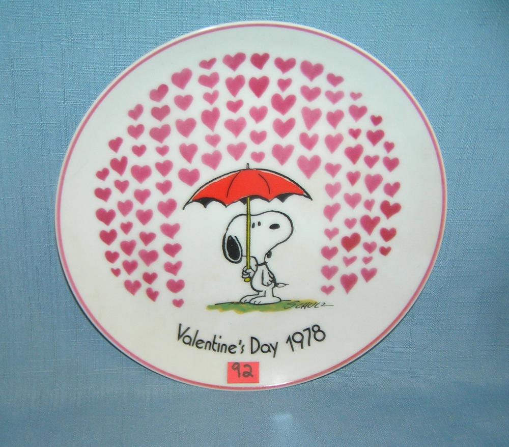 PEANUTS SNOOPY CHARACTER COLLECTOR PLATE