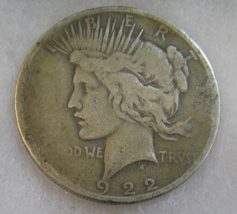 1922D LADY LIBERTY PEACE SILVER DOLLAR IN GOOD CONDITION