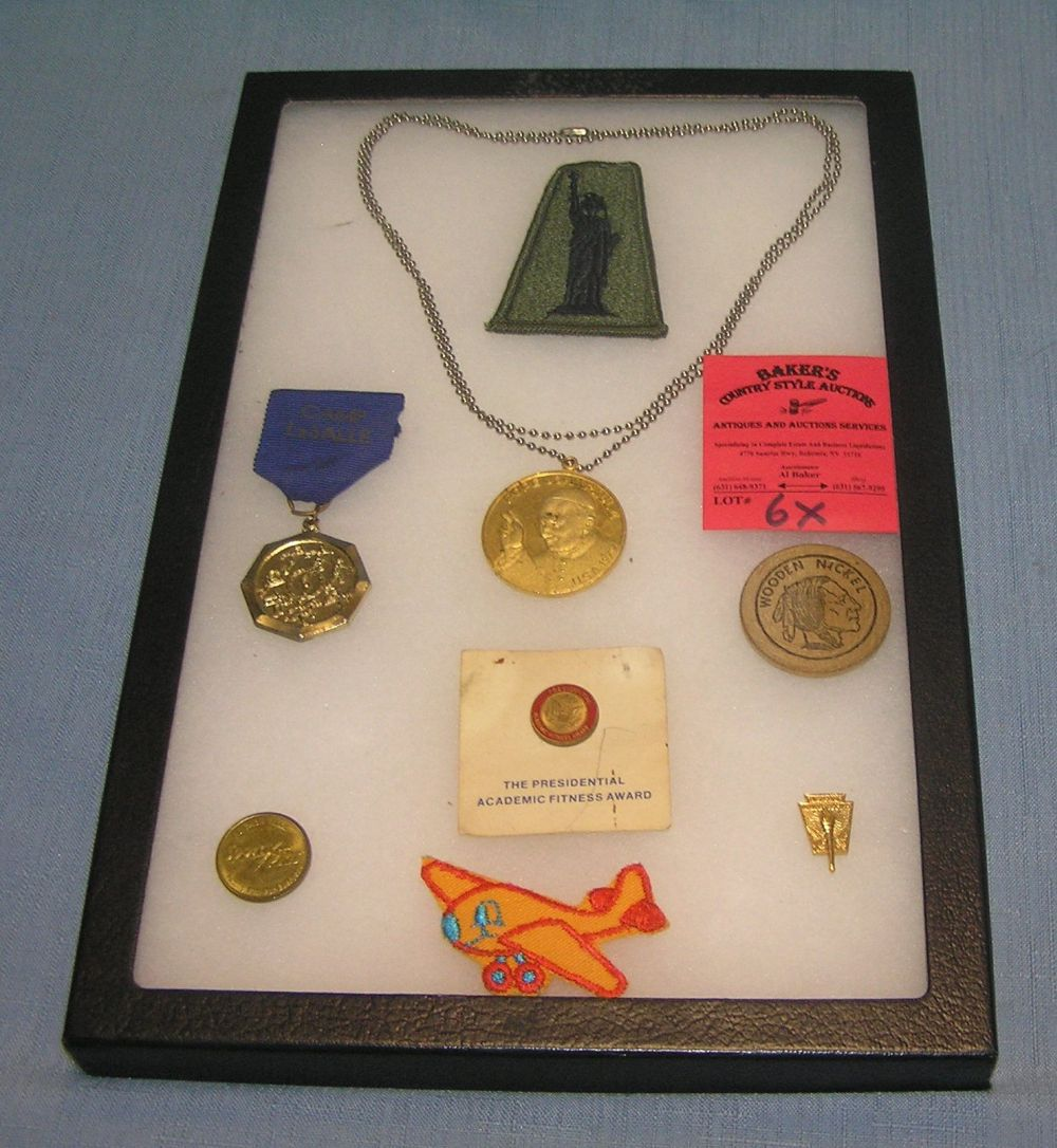 GROUP OF VINTAGE PINS, MEDALS AND PATCHES