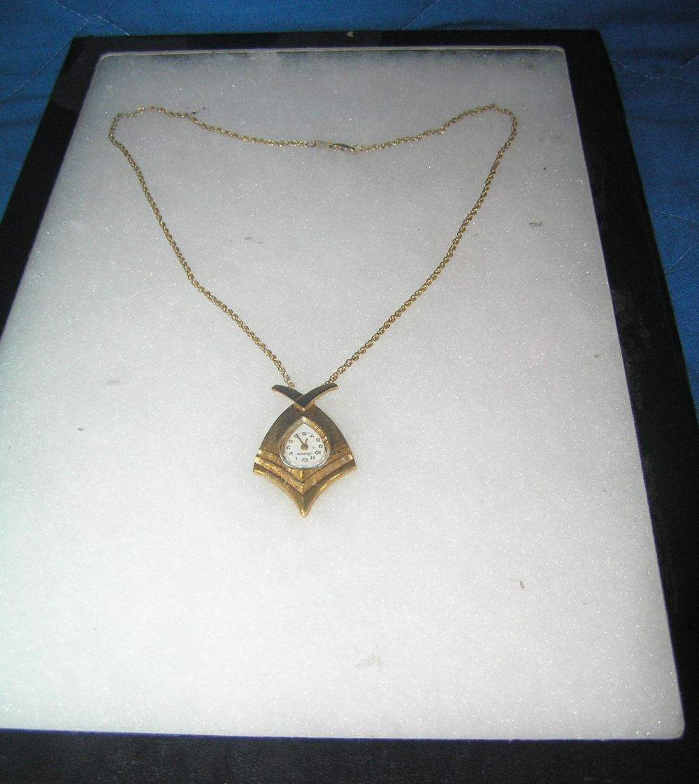 LUCERNE PENDANT WATCH AND NECKLACE