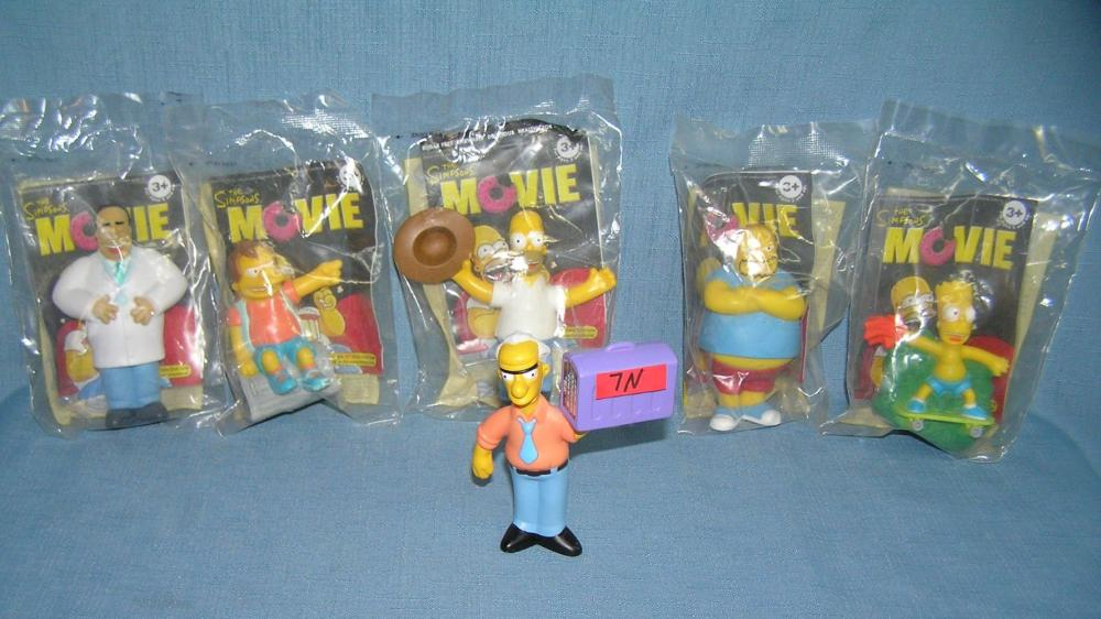 GROUP OF THE SIMPSONS COLLECTIBLE FIGURES