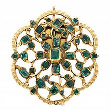 A gold and emeralds clasp, from the 18th Century