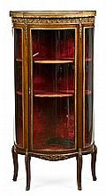 Transition-style half-moon display cabinet in mahogany with gilt-bronze applications, early 20th Century 139.5x68x31.5 cm