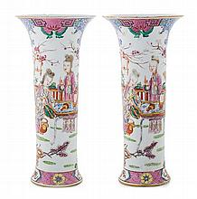 A pair of porcelain Mandarin Chinese vases, from the 19th Century One of them with restored breakages on top
