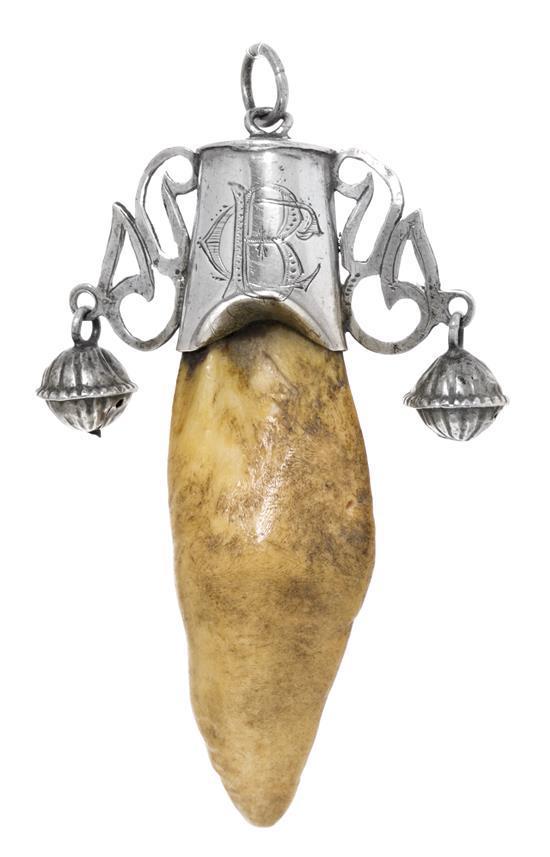 Amuleto sonajero en plata, del siglo XIX